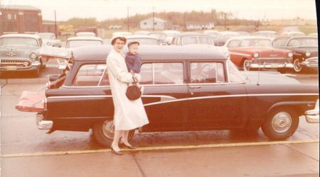1958-mom-rich-airport